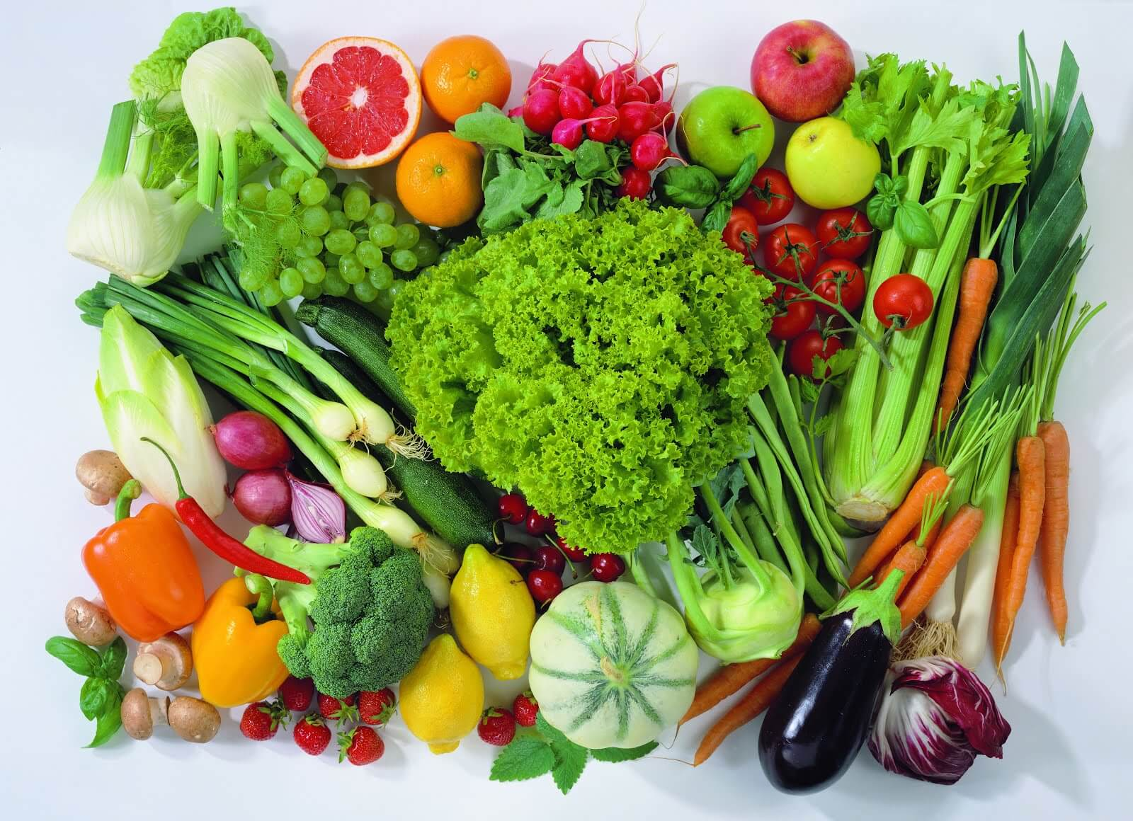 Variedad de frutas y verduras.