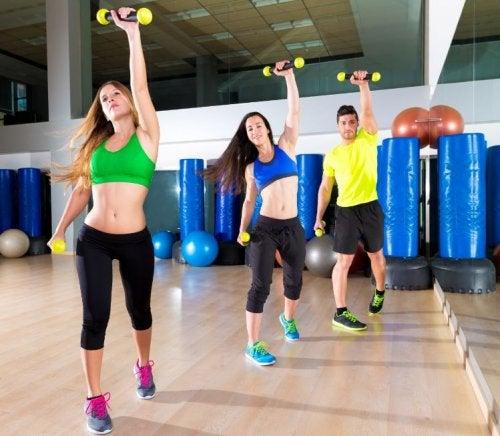 7 consejos y ejercicios que te ayudarán a eliminar las chaparreras definitivamente