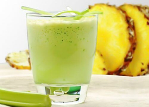 Pineapple and celery shake to lose weight during menopause