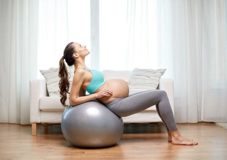 ¿Es posible adelantar el parto con remedios naturales?
