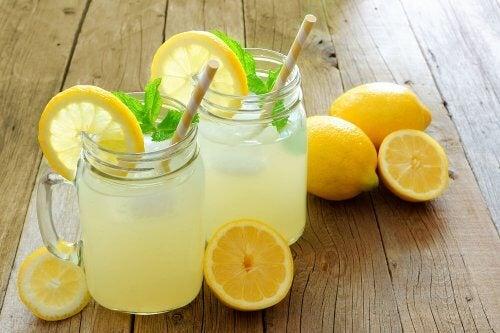 Agua con limón y linaza.