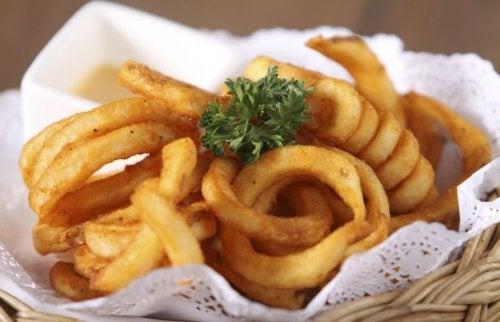 Deliciosos aros de cebolla rellenos de carne molida