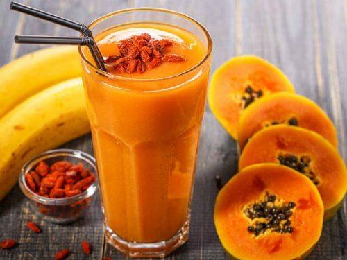 Batido de plátano, papaya y naranja para el colesterol