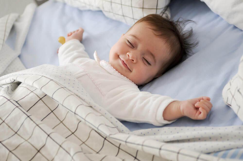 Bebé durmiendo plácidamente.