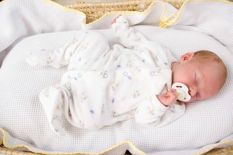 ¿Cómo enseñar a tu hijo a dormir toda la noche?