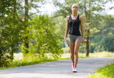 Beneficios de caminar para eliminar la celulitis