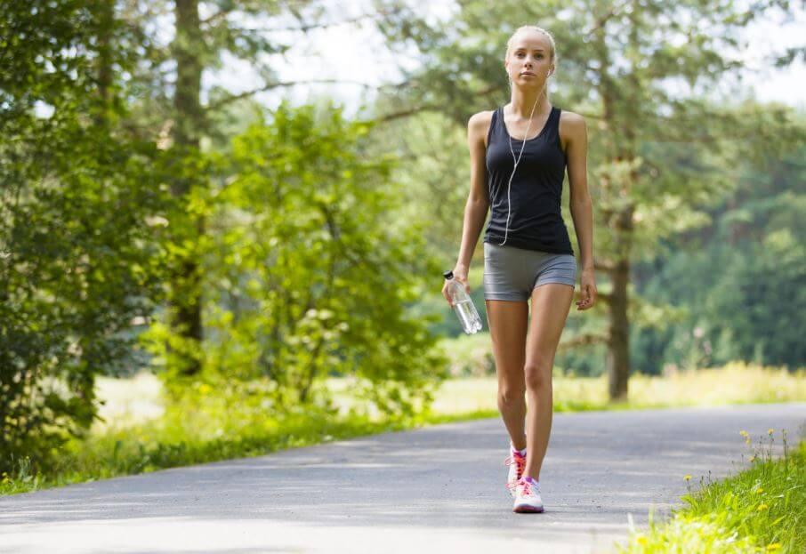 Descubre los grandes beneficios que trae una caminata diaria a tu vida