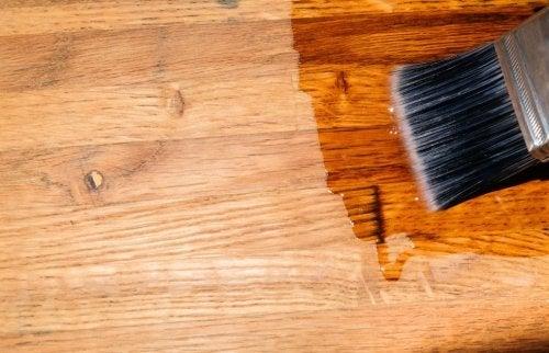 Cera para suelo de madera.