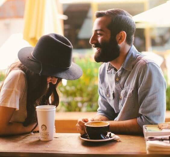 Cita con alguien que conocí en internet.