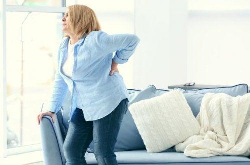 ¿Cómo deshacerte de los rollos de la espalda?