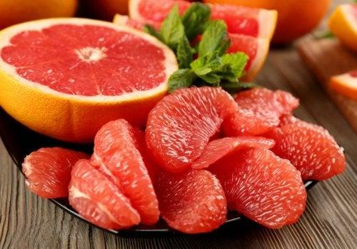 La toronja es una fruta muy saciante.