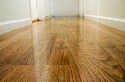 4 formas de encerar tu suelo de madera