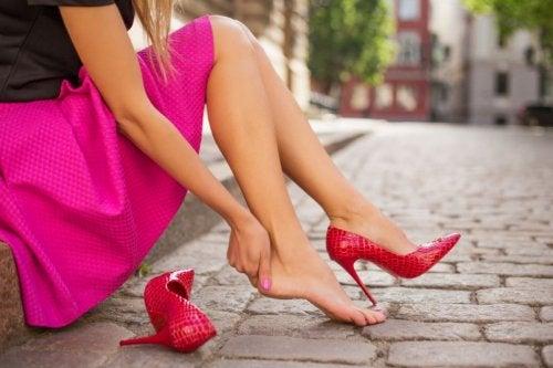 5 tips para evitar que tus zapatos nuevos te tallen
