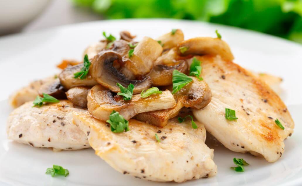 Filete de pollo: fuente de proteínas.