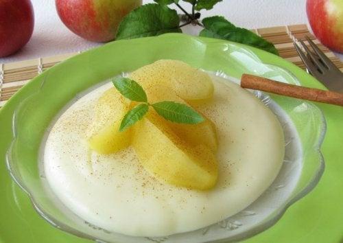 Formas de preparar manjar blanco, en este caso con coco y manzana.
