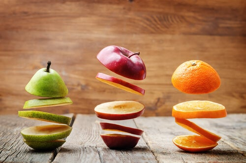 Llevar fruta madura ya preparada puede facilitarnos almorzar en la oficina