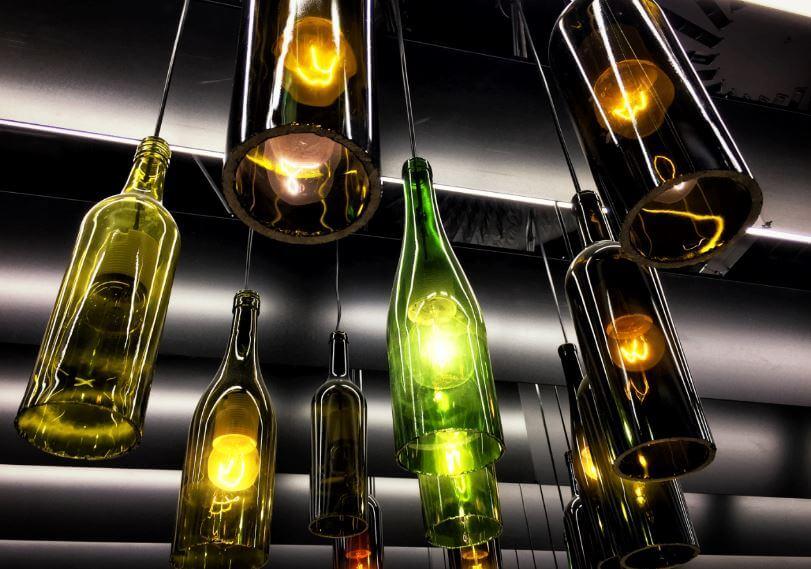 Lámparas con botellas.