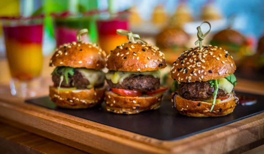 Mini hamburguesas con especias.