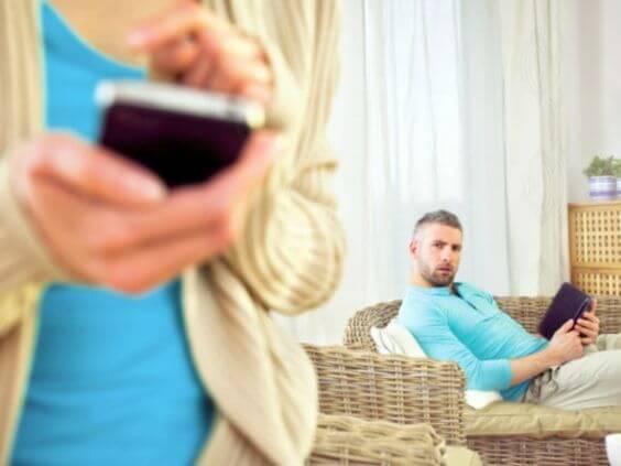 Molesta la ex de mi pareja en redes.