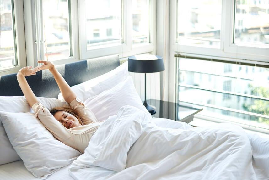 Mujer descanso adecuado