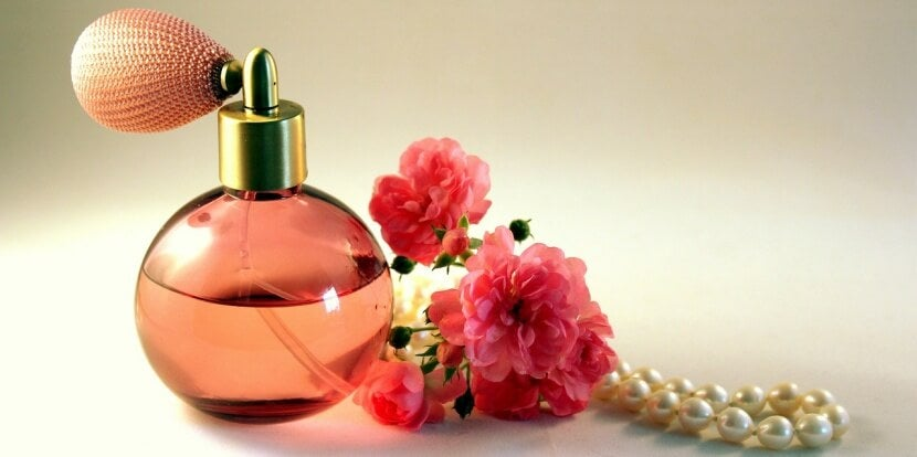 perfume con rosas