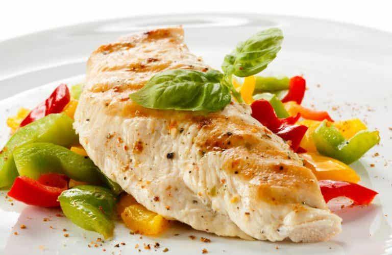 Deliciosa pechuga de pollo con verduras
