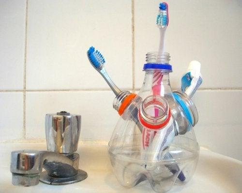 Los portacepillos son necesarios para mantener la higiene.