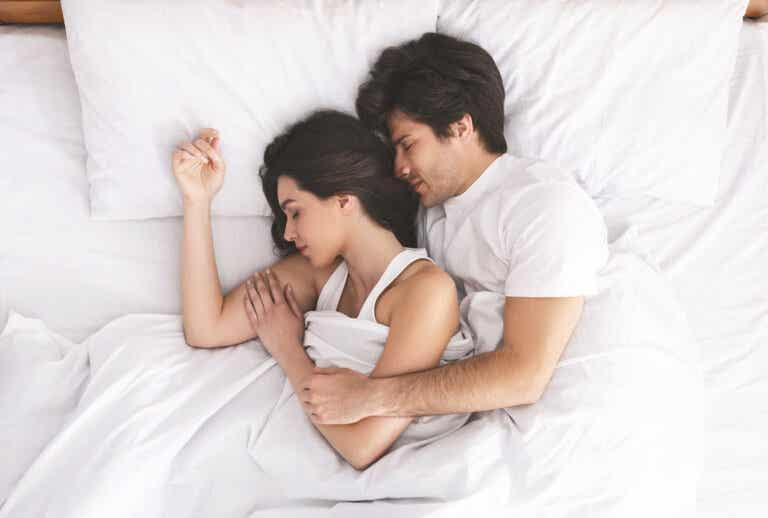 Postura de la cucharita: una de las mejores posiciones sexuales