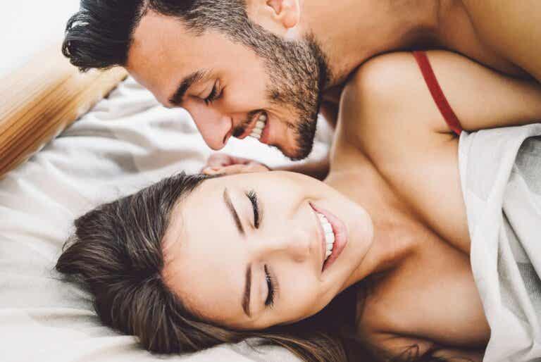 7 mejores posturas sexuales para penes pequeños