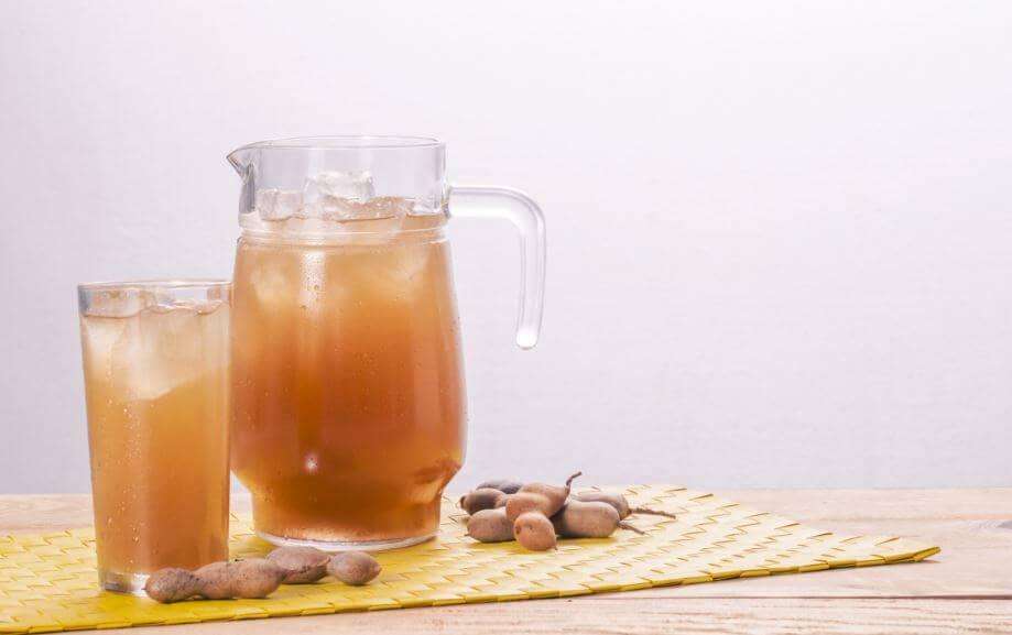 Preparar bebida de tamarindo en casa.