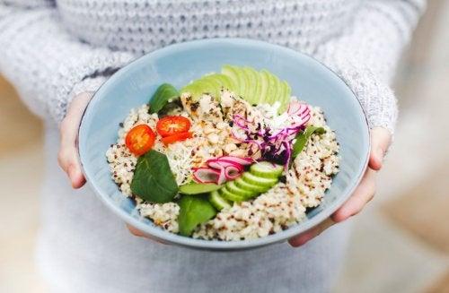 3 ensaladas con quinoa que te gustará probar