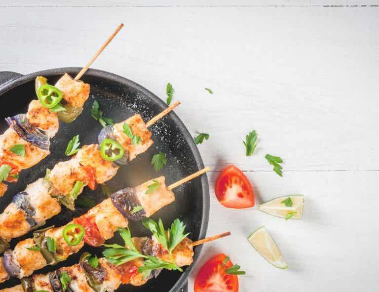 ¿Cómo preparar unos deliciosos pinchos de pollo?