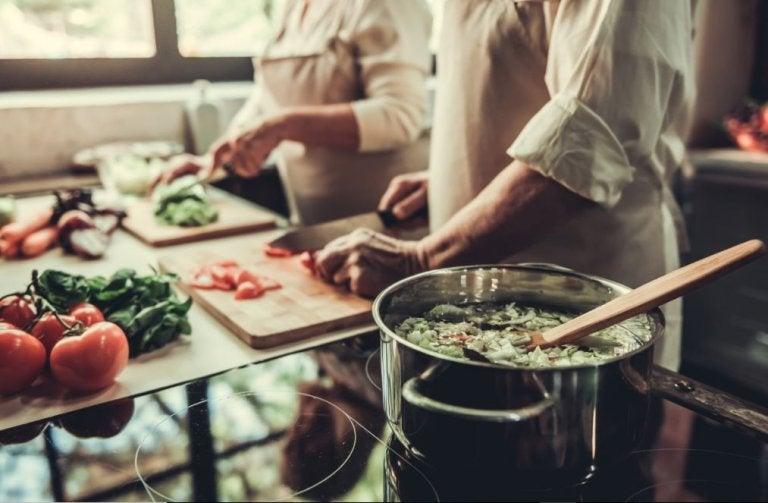 ¿Cómo preparar sopas saludables?