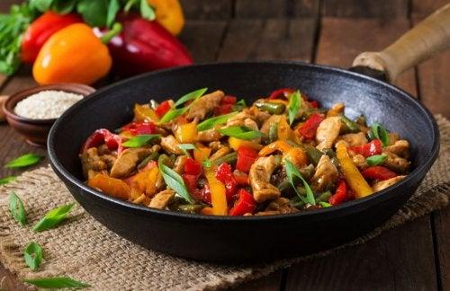 Receta de salteado de pollo con verduras.