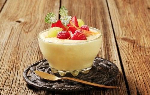Pudin de frutas con almíbar