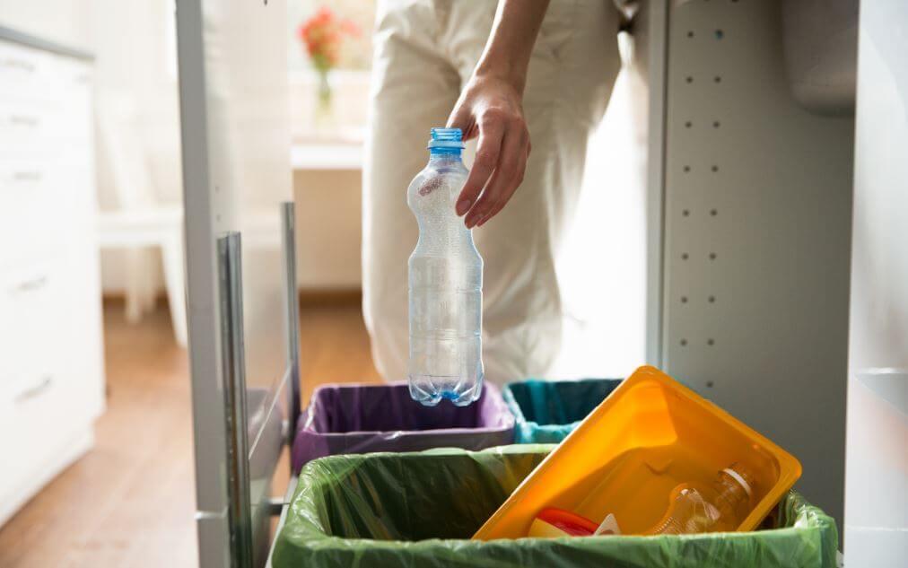 Reciclar y separar las basuras.