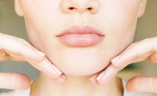 5 ejercicios y remedios caseros para reducir la papada