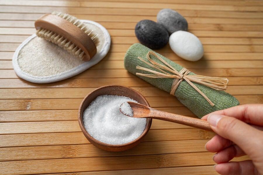 Sal de mesa para quitar las manchas de sudo