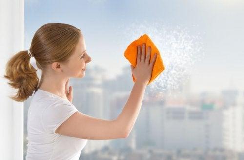 6 trucos para limpiar ventanas