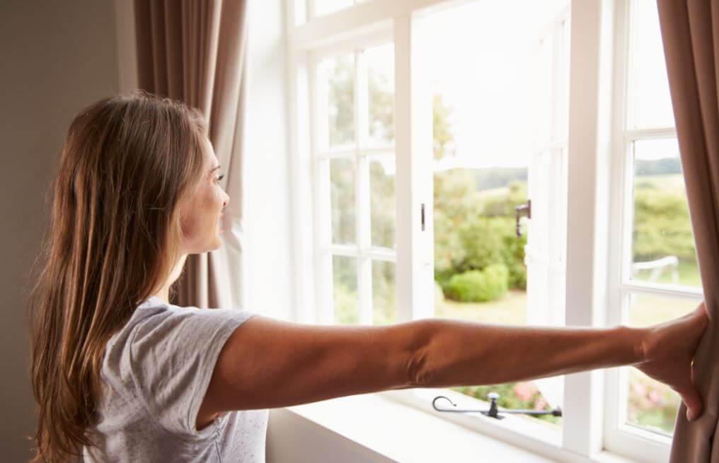 Ventilar la casa para evitar humedades.
