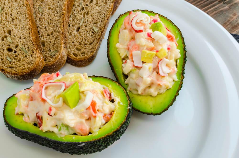 Deliciosa receta con aguacate y surimi