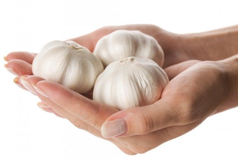 Cómo usar ajo para endurecer las uñas: 4 remedios