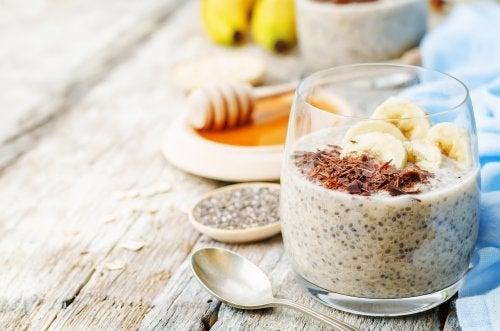 Pudín de banana y chía sin lactosa para estimular tu digestión