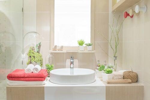 5 ideas para decorar un baño con reciclaje