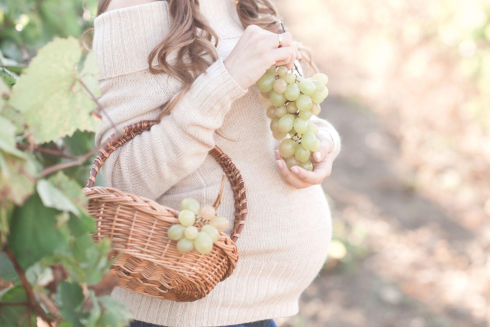 ¿Por qué es bueno comer uva en el embarazo?