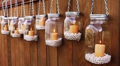 Frascos reciclados a lámparas