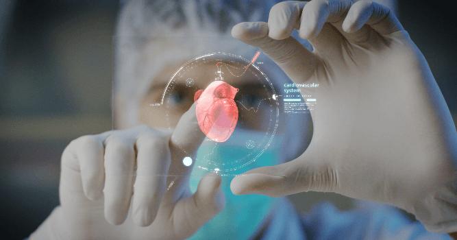 Médico tocando un corazón con realidad virtual.