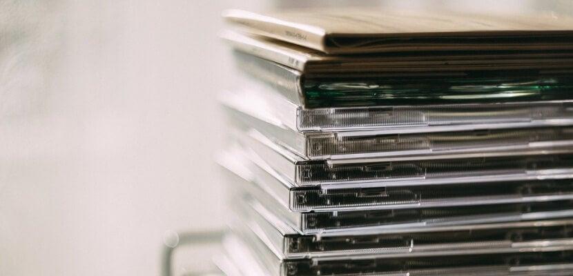 Torre de discos con carcasa.