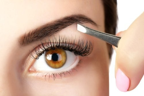 5 trucos para engrosar las cejas con productos naturales