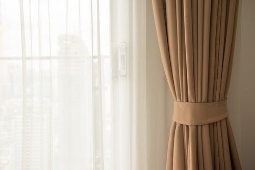 Las cortinas en colores pasteles se han puesto actualmente de moda.